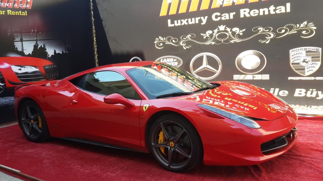 2013 model kırmızı Ferrari 458 Italia