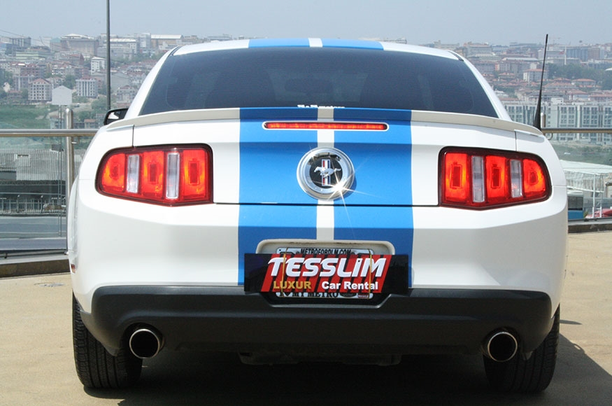 2012 model beyaz Ford Mustang